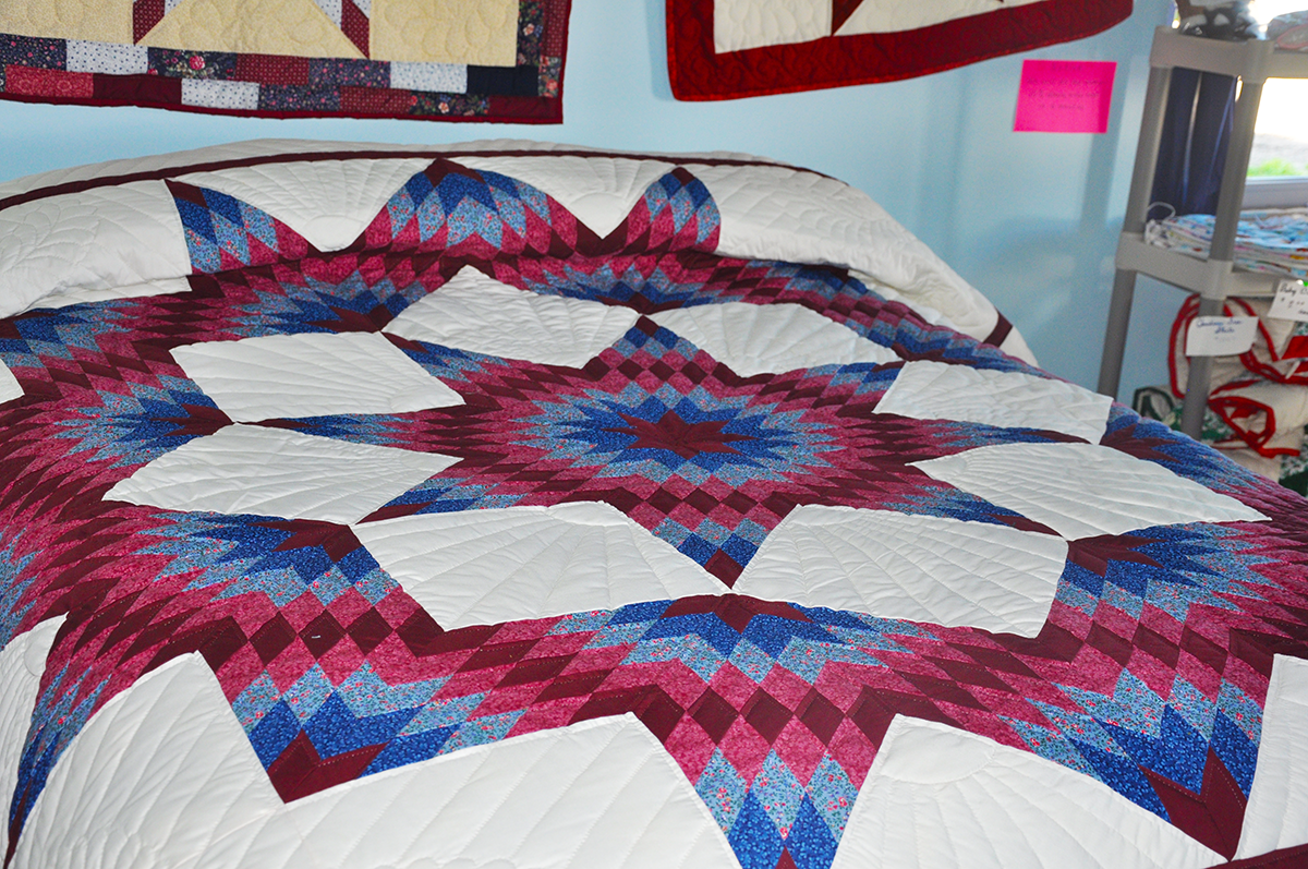 Amish Hand Made Quilt – Queen Size, Broken Star
